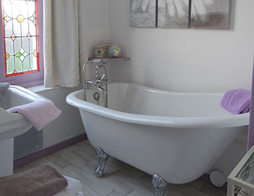 Room with bathtub